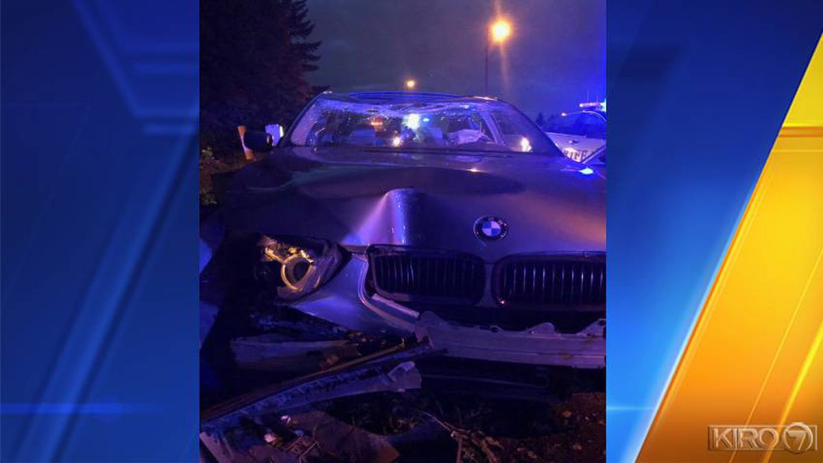 Lynnwood police chase ends in crash in Seattle