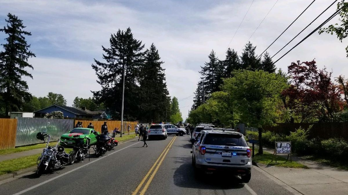 1 dead in crash involving motorcycle in Tacoma
