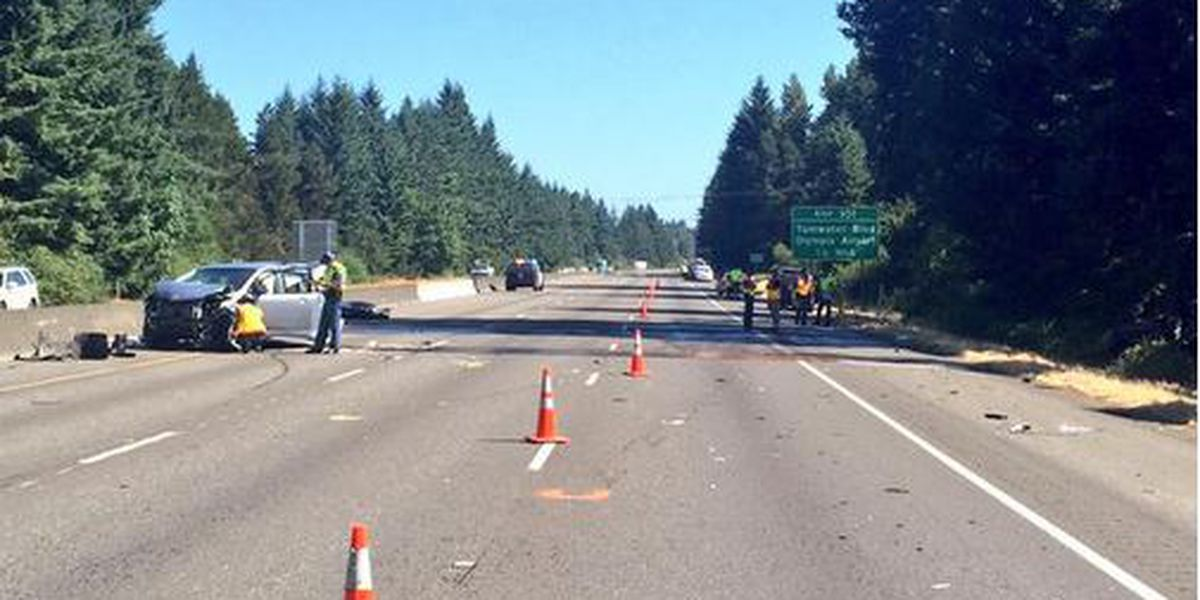 I-5 near Tumwater closes after 4-car crash
