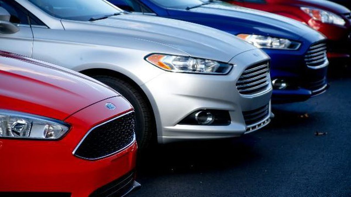 Ford recalls 270,000 Fusions over risks they could roll away without warning