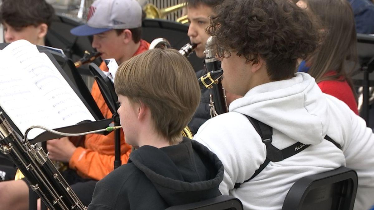 Seattle Public Schools get $100,000 instrument donation