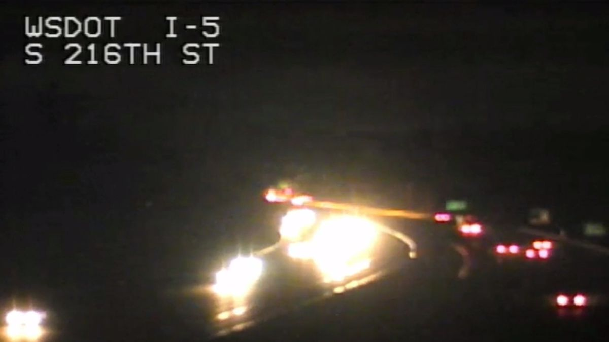 Man barricaded in car causes I-5 to shut down in Kent