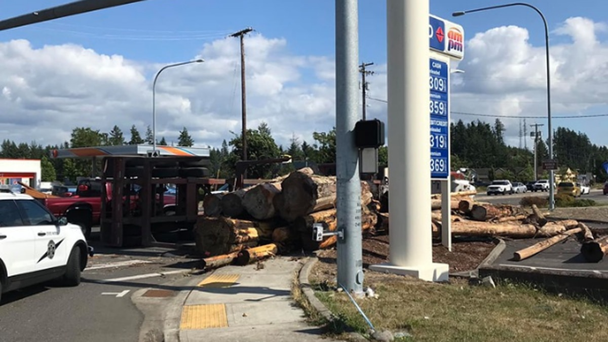 Logging truck spills load in Thurston County
