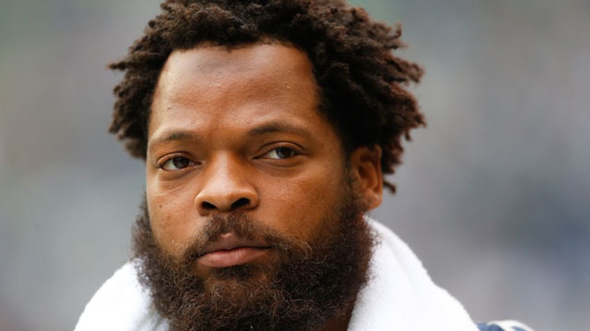 "Why Michael Bennett tells TNT ""I probably won't be back"" with Seahawks"
