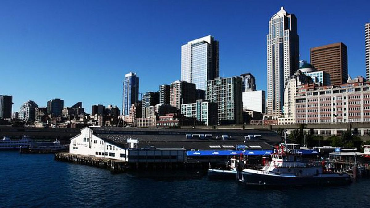 Seattle's Waterfront Park closed after engineers discover gap in Pier 58