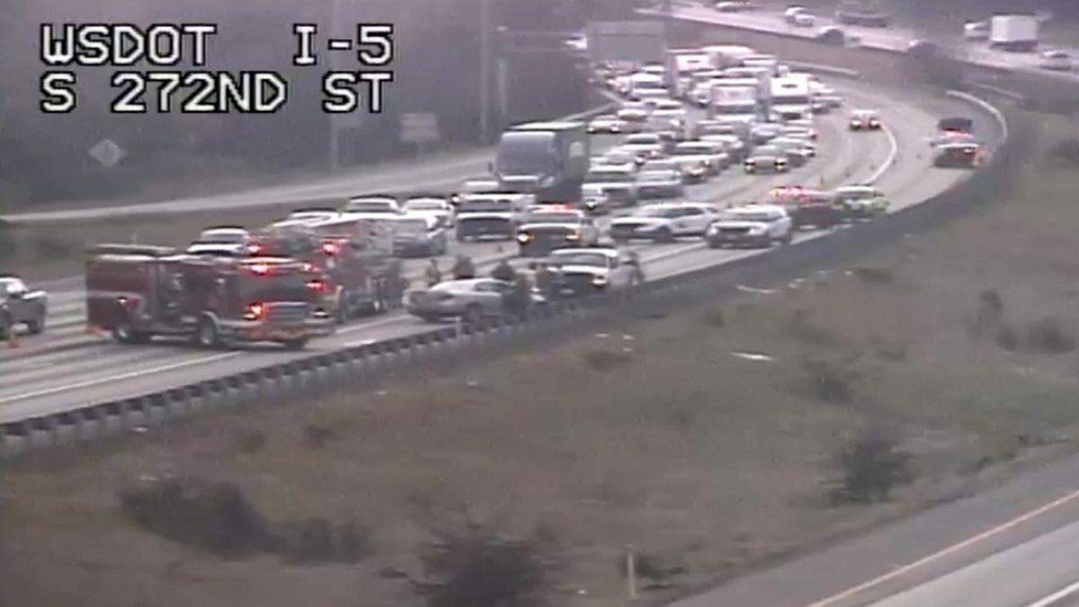 Multiple cars involved in I-5 crash near Federal Way