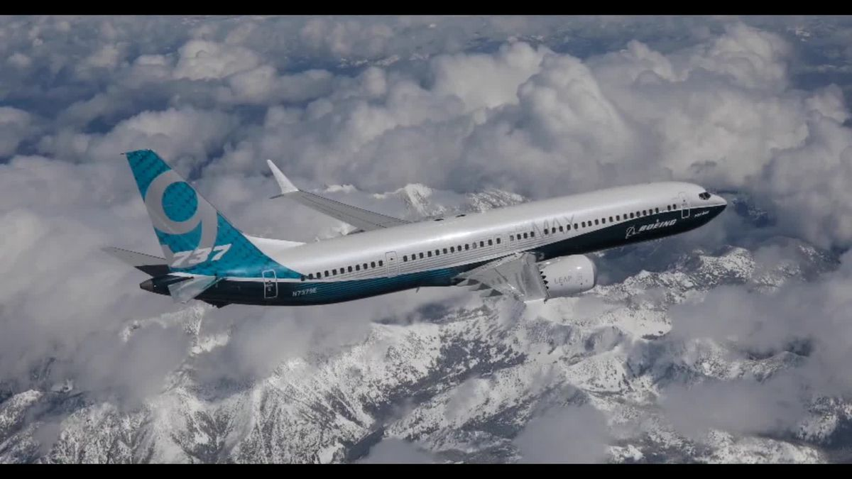 Alaska Airlines to lease 13 new Boeing 737 MAX jets