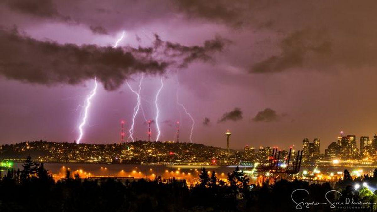 2,200 lightning strikes recorded in Western Washington during Saturday night storm