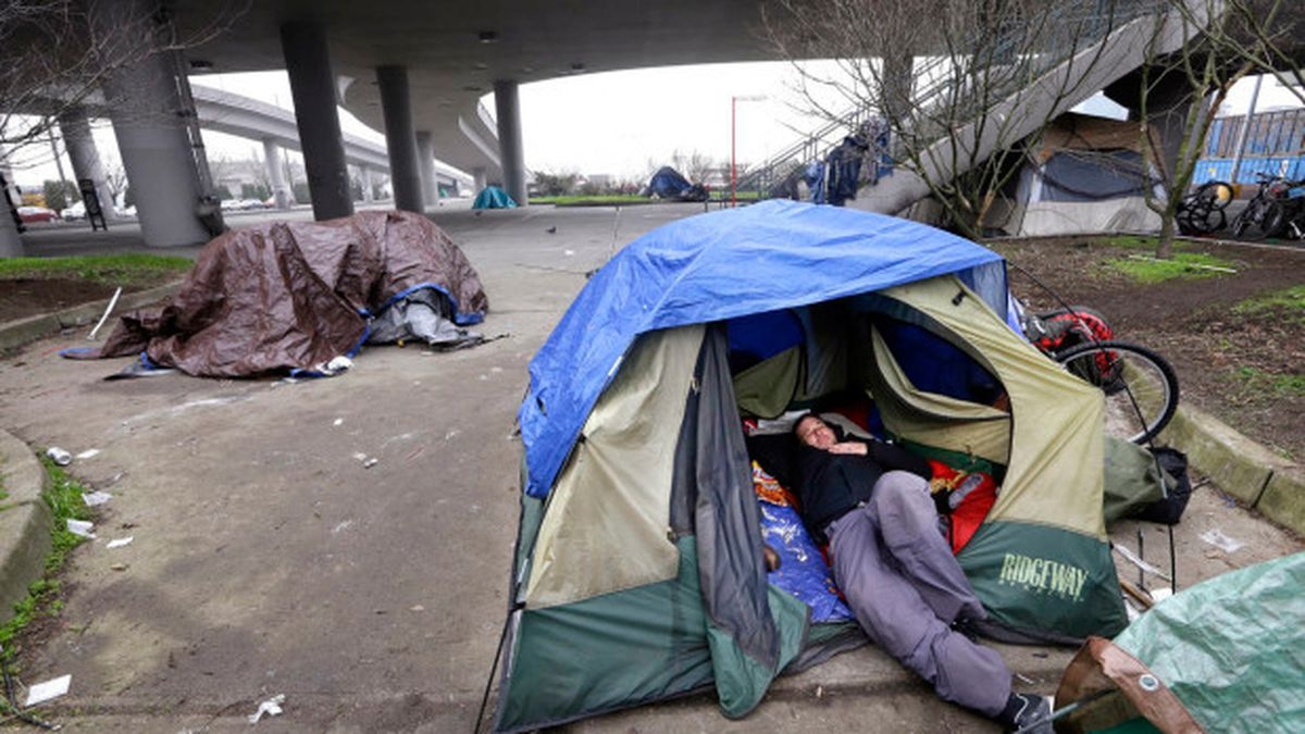 Advocates draft homeless ordinance to allow camping in public