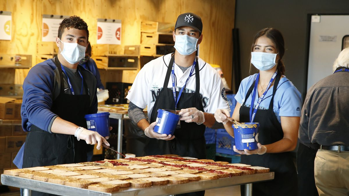 Seattle Mariners pitcher Marco Gonzales joins effort to feed families during pandemic