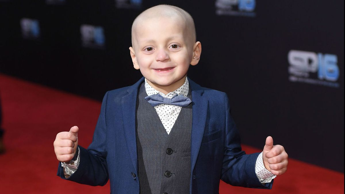 5-year-old boy with cancer gets over 220,000 Christmas cards from across the world