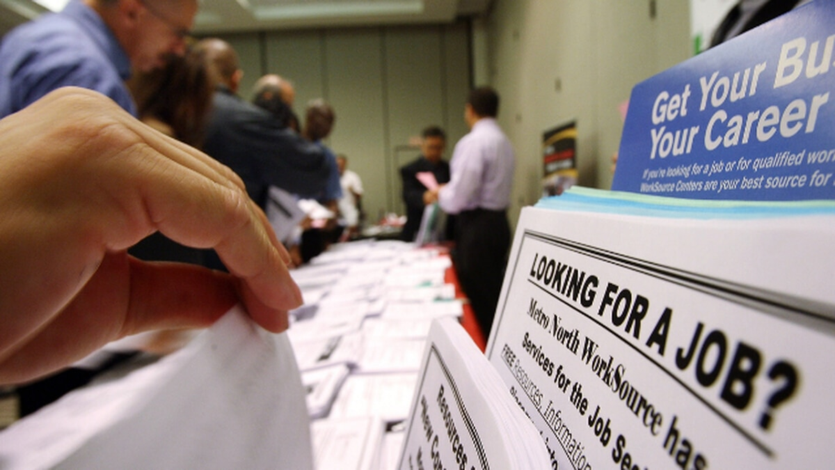 Unemployment claims in Washington remain at record levels despite decrease from previous week