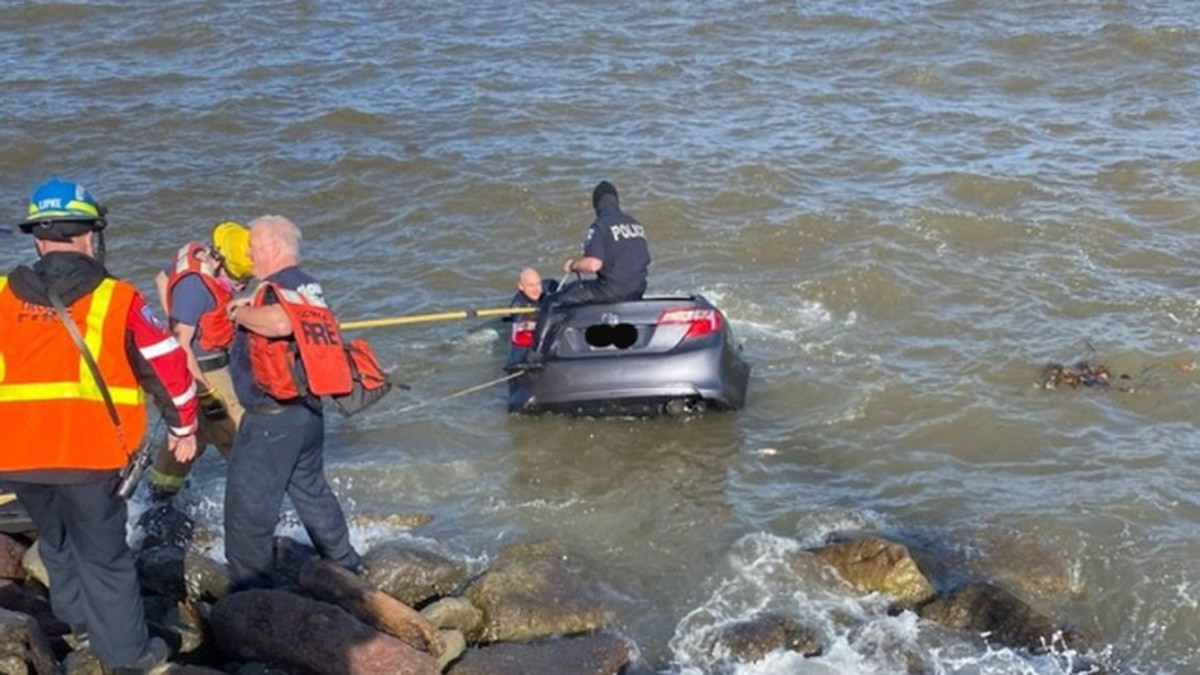 Driver rescued from submerged car in Tacoma
