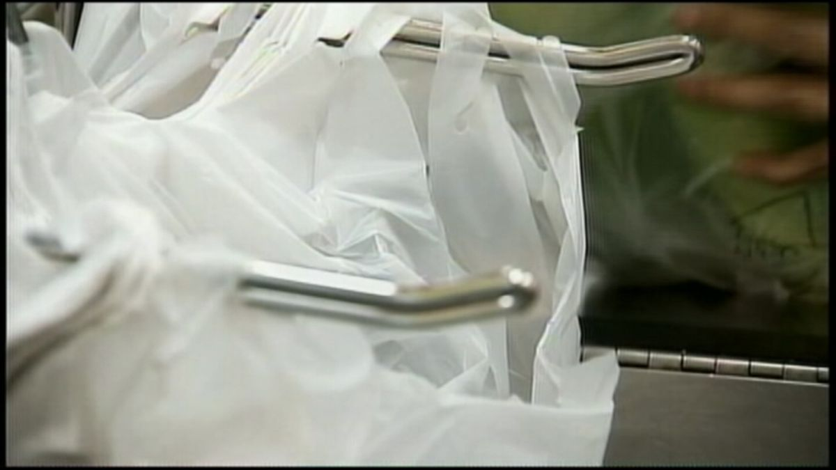 QFC bans single-use plastic bags