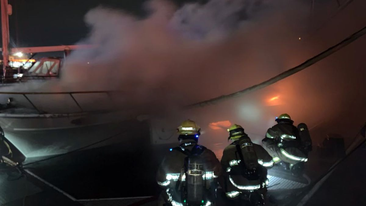 Two boats burn, sink in Tacoma