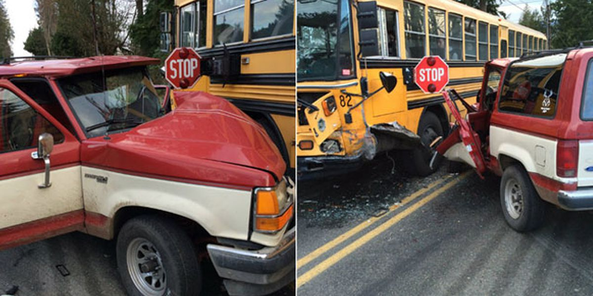 Snohomish deputies search for driver who hit school bus and ran