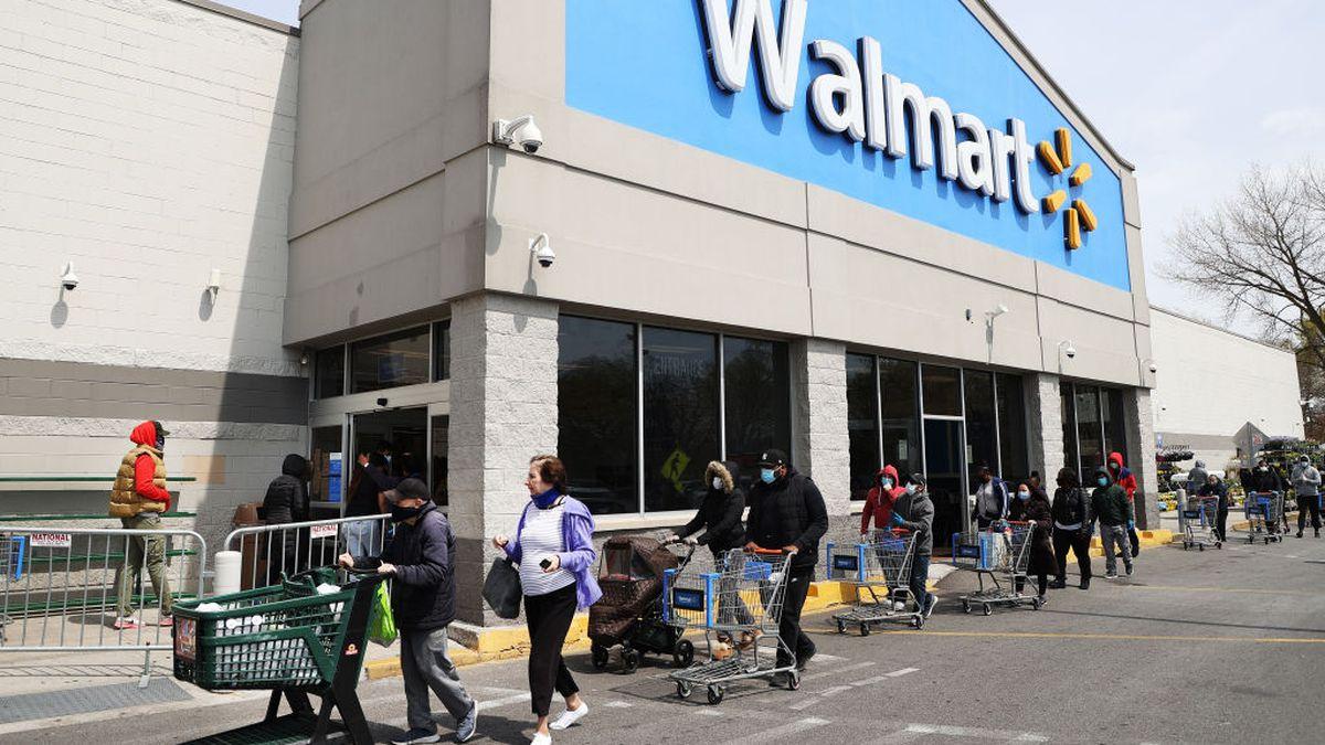 Coronavirus: Walmart requires employees to wear face masks