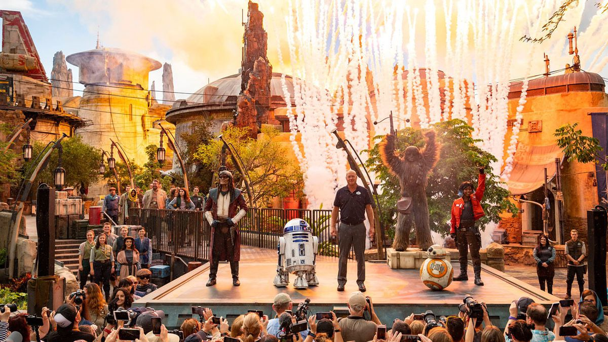 'Star Wars Galaxy's Edge' dedicated in Florida, opens Thursday