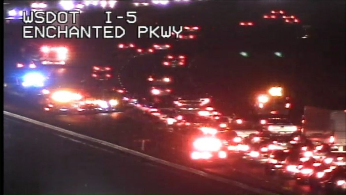 I-5 collision blocks southbound I-5 lanes Friday in ...