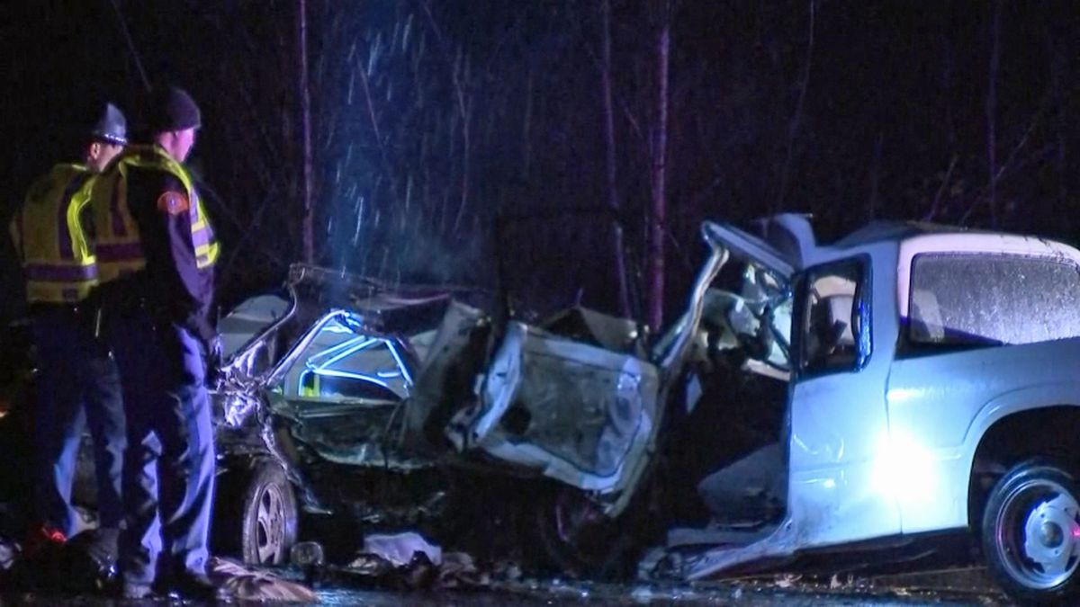 One dead in Maple Valley crash