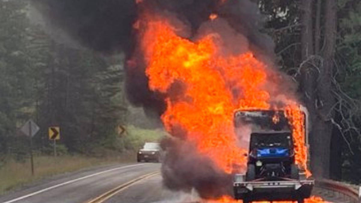 Fire engulfs motorhome on SR 97 in Chelan County