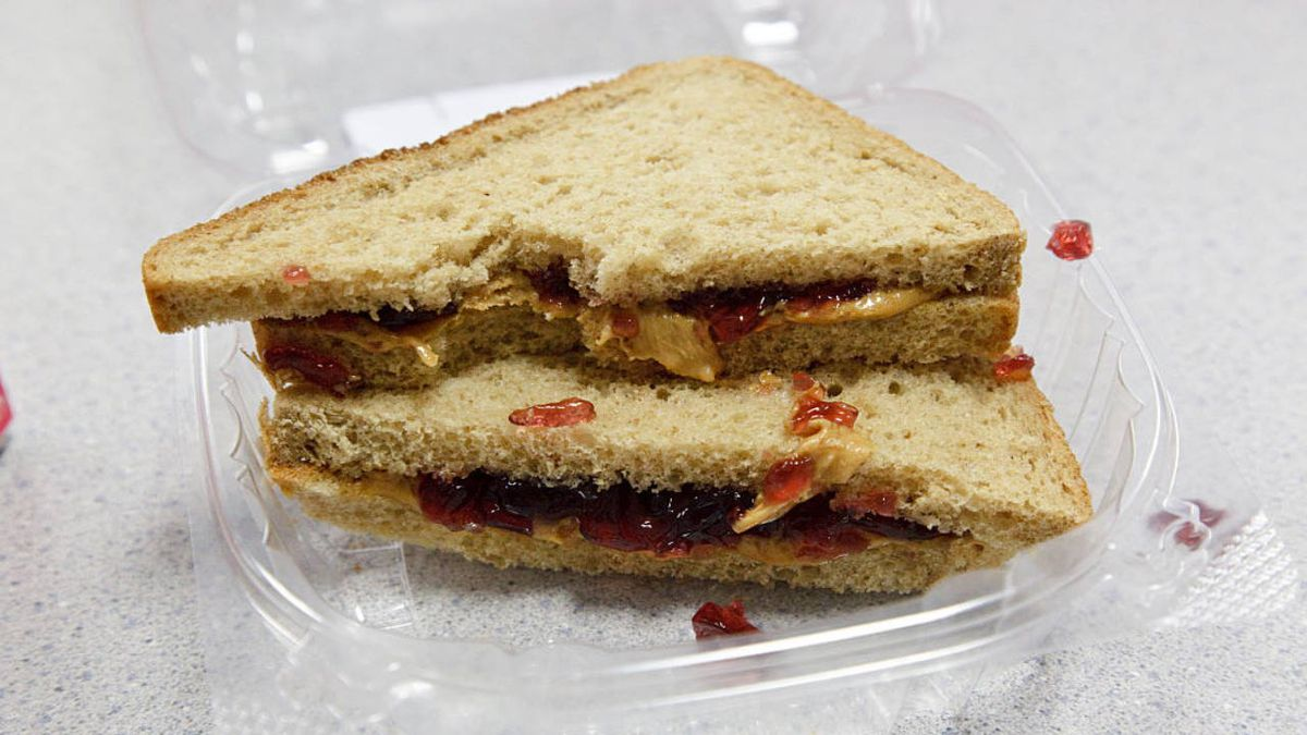 Illinois high school offers peanut butter and jelly sandwiches all day long