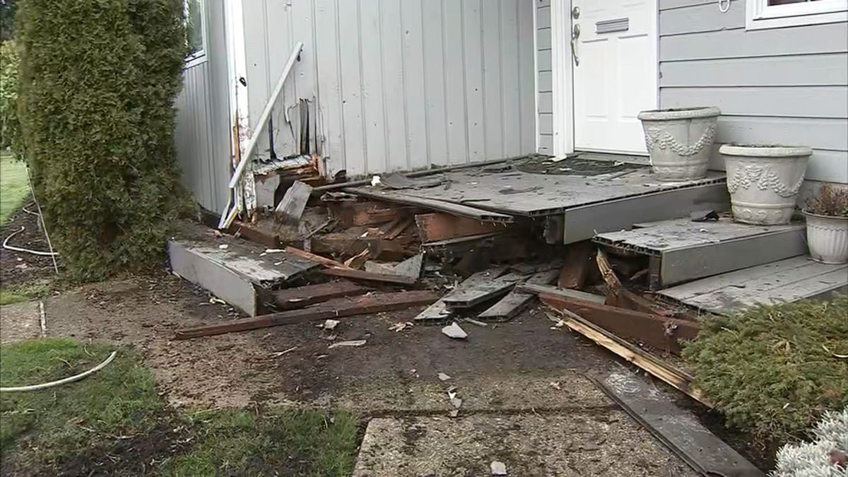 Two arrested in suspected DUI crash into Enumclaw home