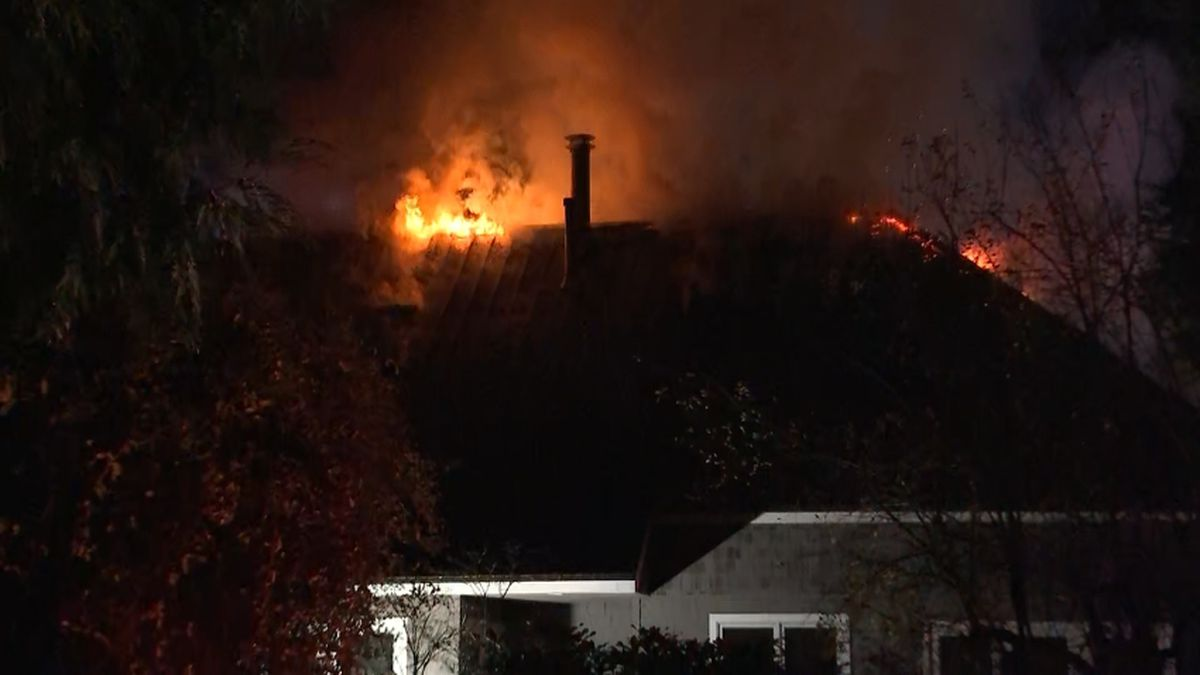 Fire breaks out at Mercer Island home