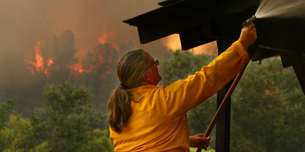 'It's moving faster than we can': Firefighter dead, thousands evacuated as fire hits Redding, California