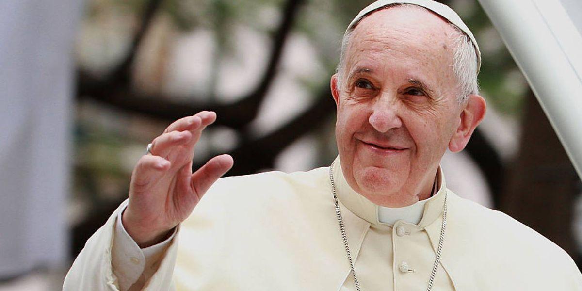 pope francis slaps hand