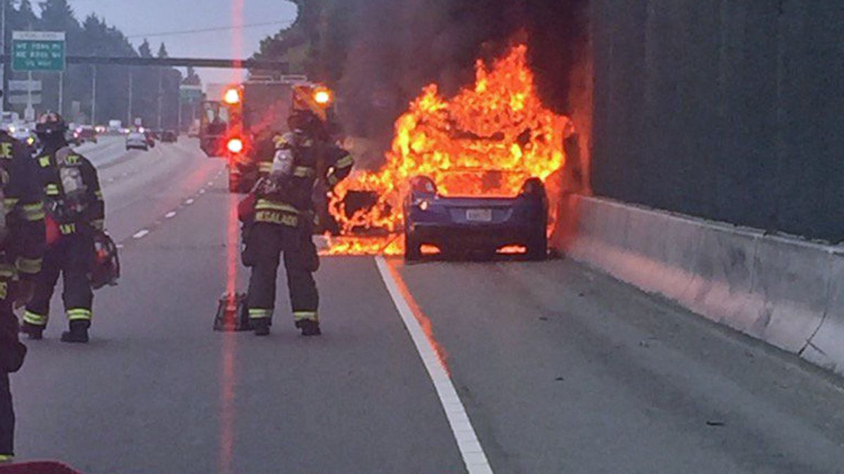 Ammunition goes off during car fire on I-405 in Bellevue