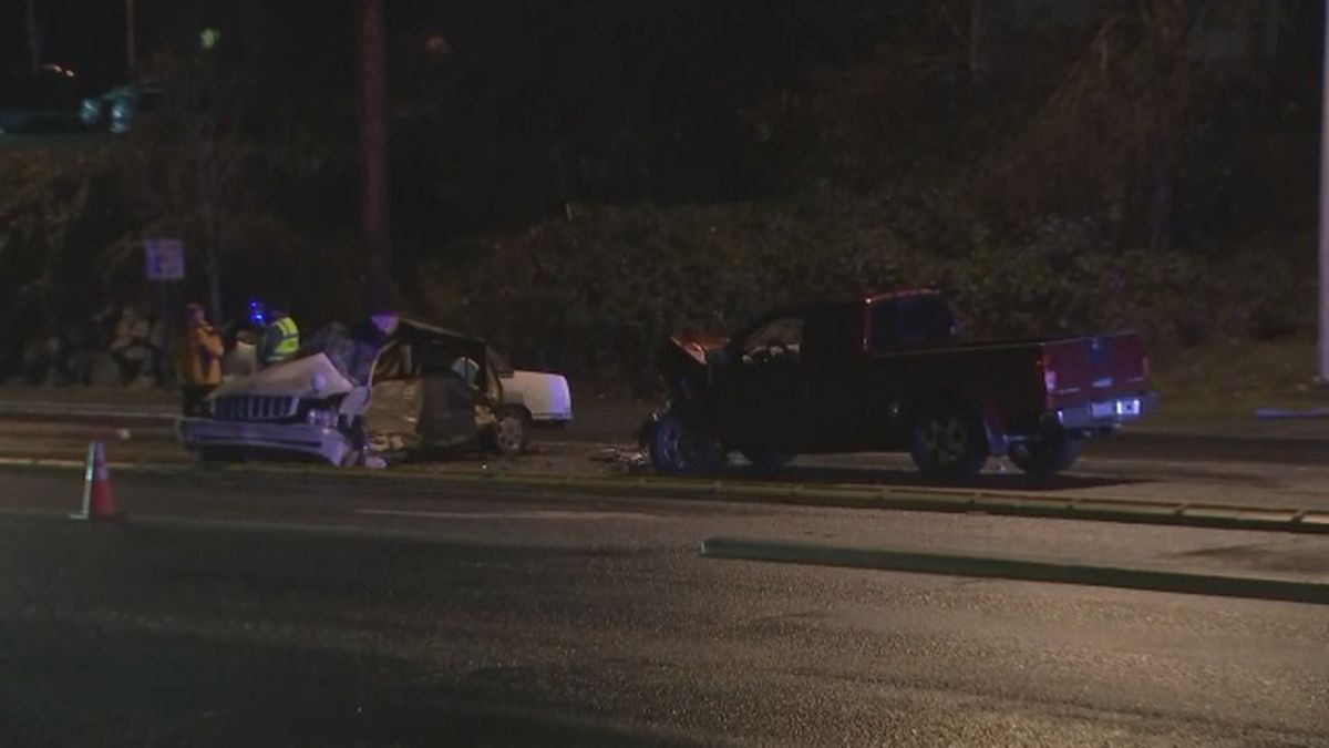 Police: Driver killed, 2 children critically injured in Federal Way crash