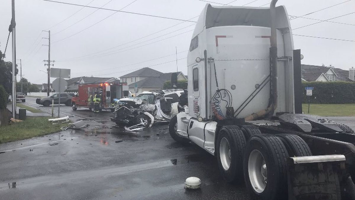 At least 1 dead in crash near Lynden
