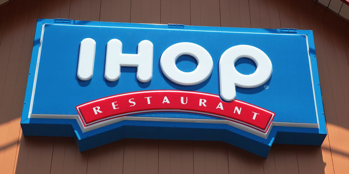 Man charged after Seattle IHOP fight video goes viral