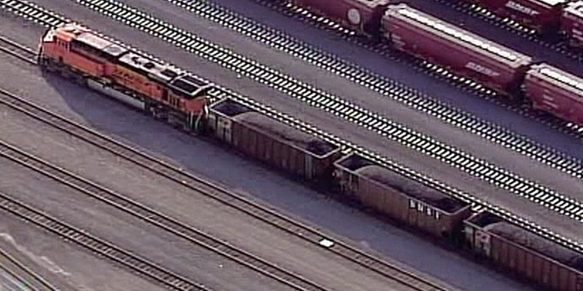 Groups to sue BNSF, others over coal in waterways