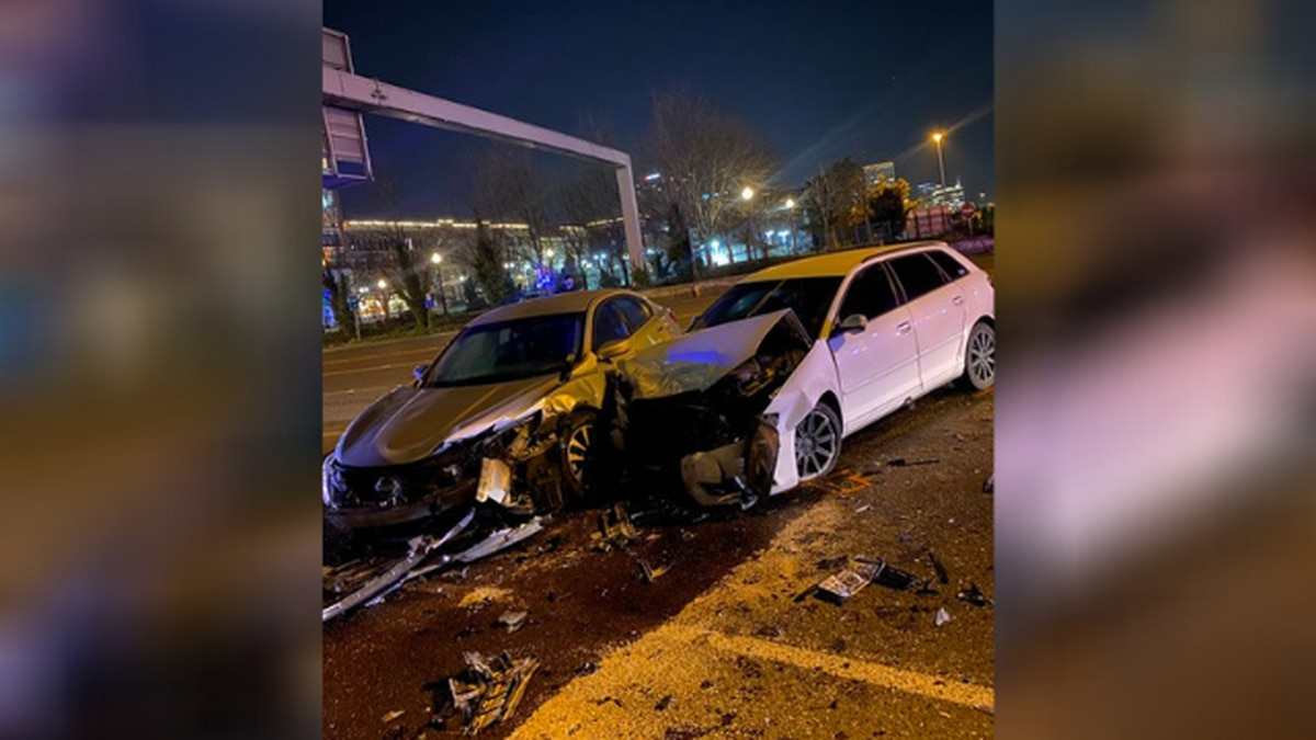 1 injured in two-car crash in Tacoma
