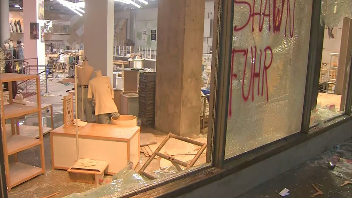 Man accused of looting downtown Seattle store facing federal gun charge