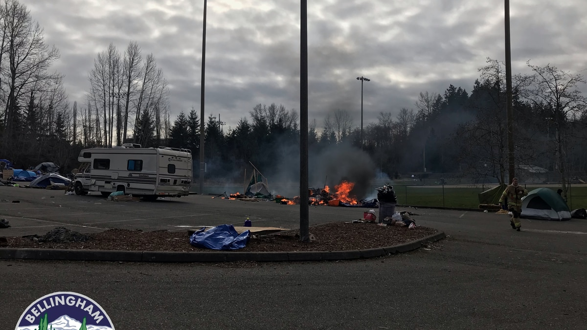 1 injured after tent catches fire, explodes propane tanks at homeless camp