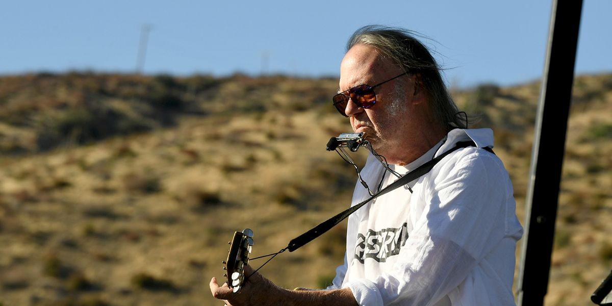 Canadian-born Neil Young now can vote in the presidential election