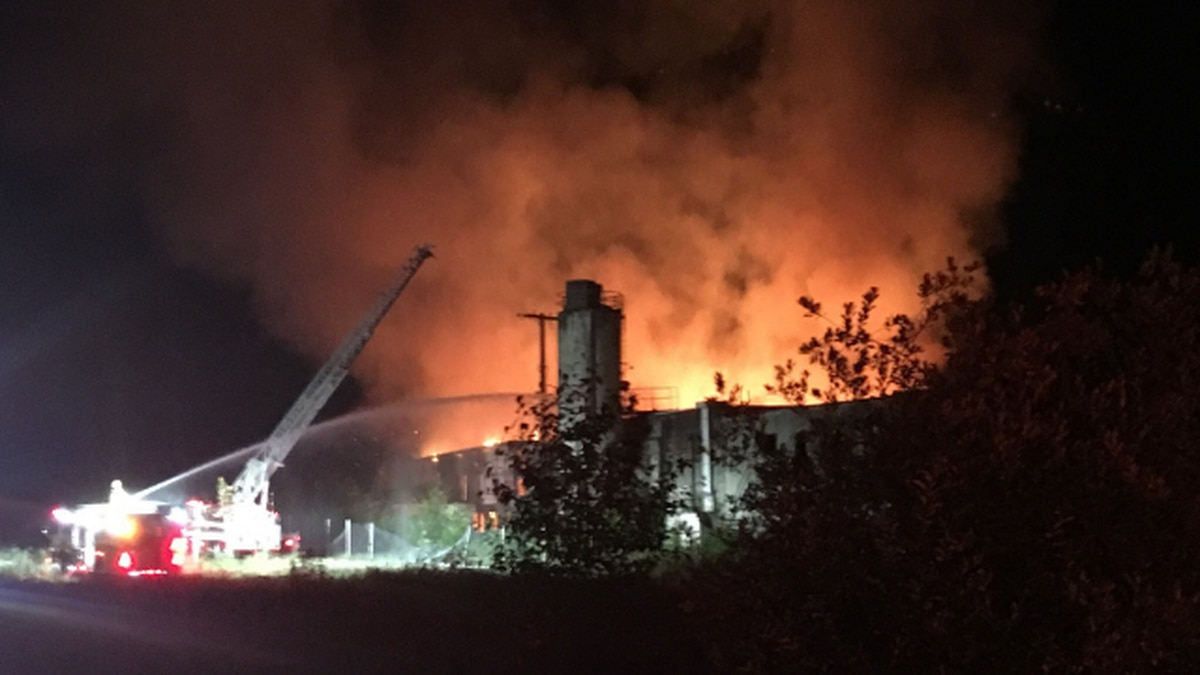 Fire destroys warehouse in Monroe