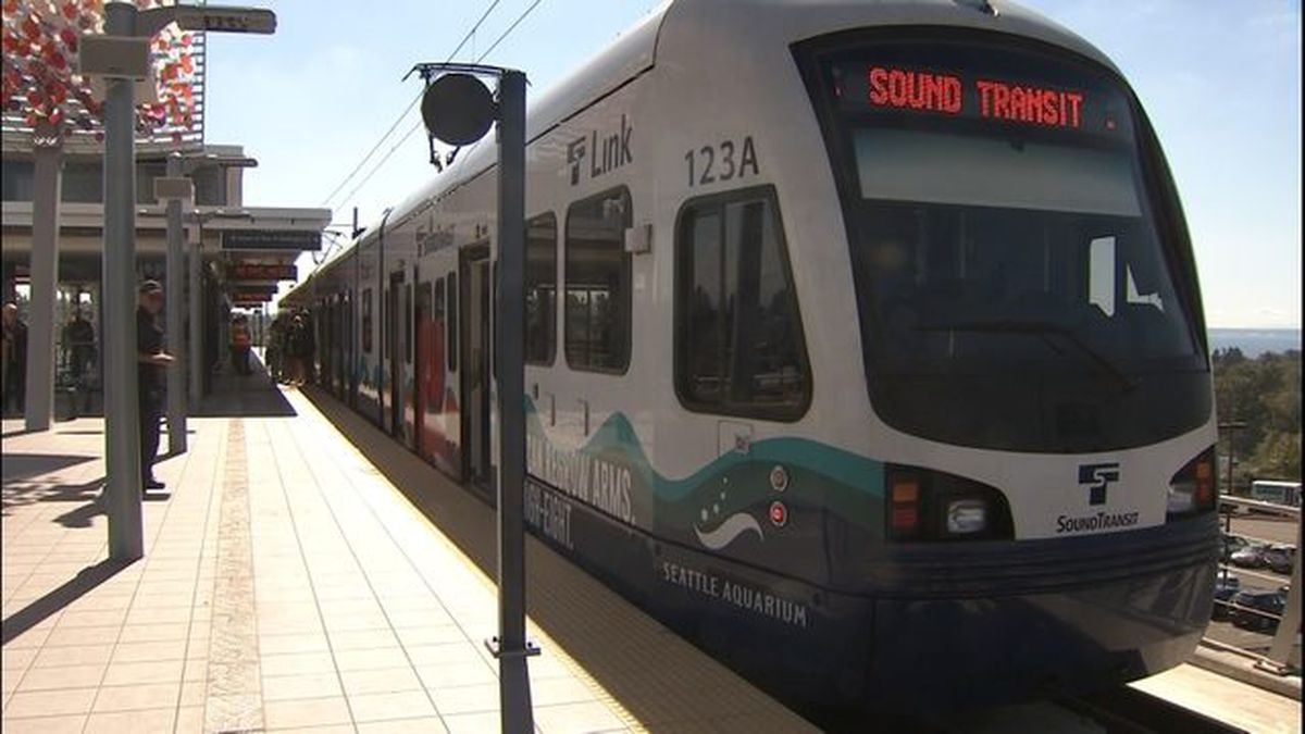 Mechanical issues cause light rail delays