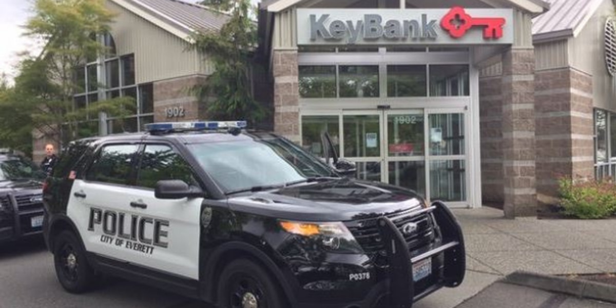Bank robbery in Everett under investigation
