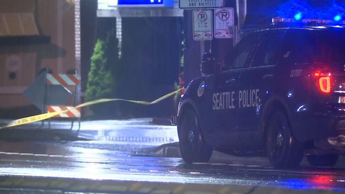 Woman dies after being struck by car on Aurora Avenue