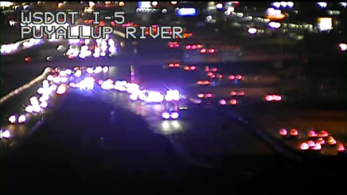 Fatal crash shuts down SB I-5 in Tacoma