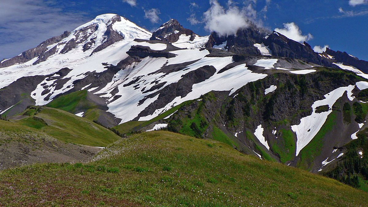 NAS Whidbey team rescues skier with broken ankle off Mount Baker