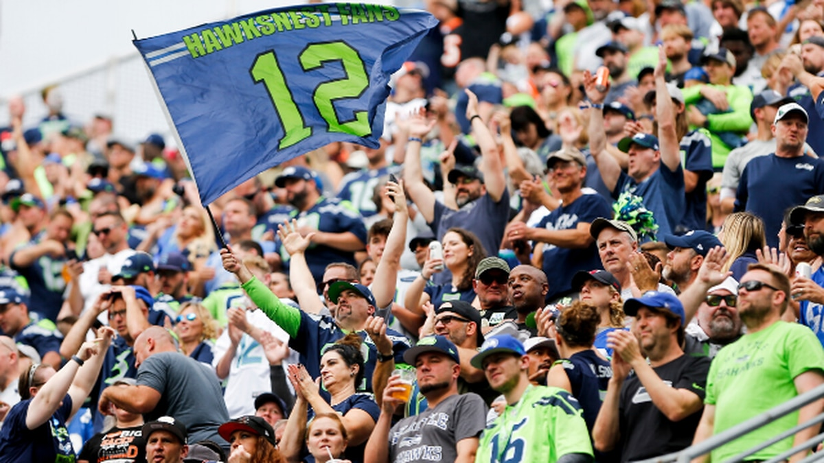 Seahawks give season ticket holders option to request refund or keep credit for 2021 season