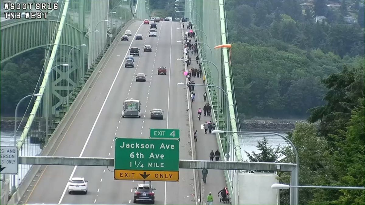 Mothers, supporters line Tacoma Narrows Bridge to silently protest police brutality