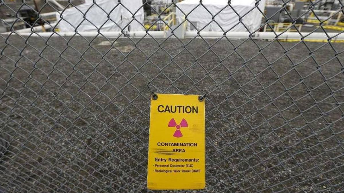 Significant amount of waste leaks within Hanford double-shell tank