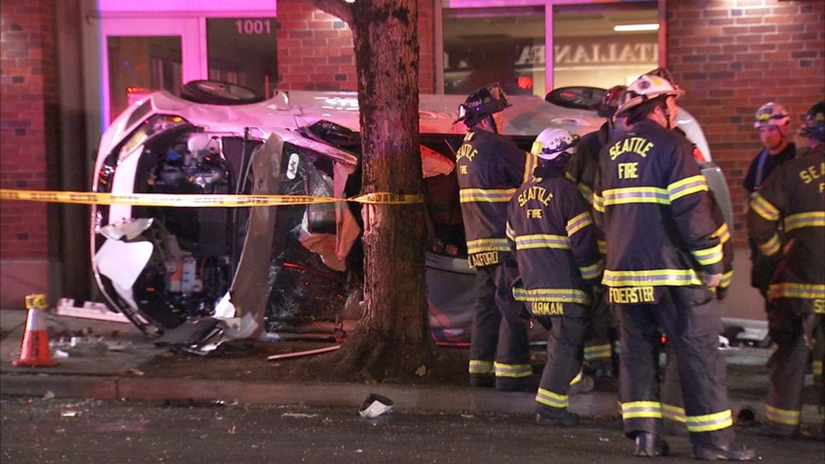 Police: 4 extricated after crash with driver arrested for DUI