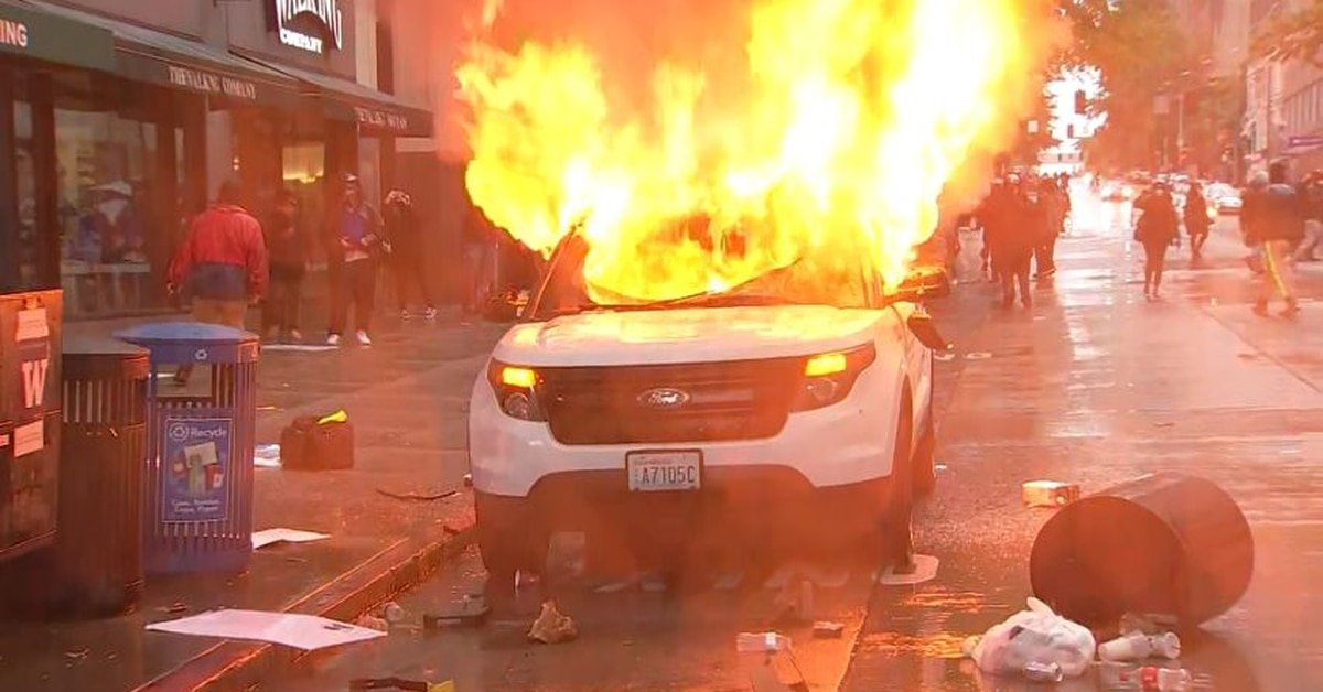 Cars Burned Stores Looted After Seattle Protests Saturday Turn Destructive Dozens Arrested